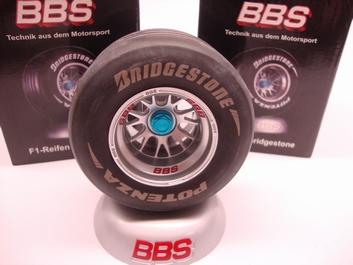 BBS F1 Formule 1 Wheel Bridgestone  Potenza op voet steun  1/8