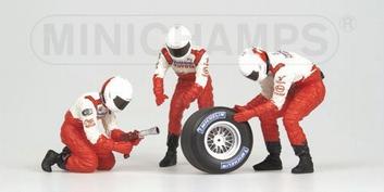 Pit crew figuren Toyota Panasonic Rear Tyre change set 2002  1/43