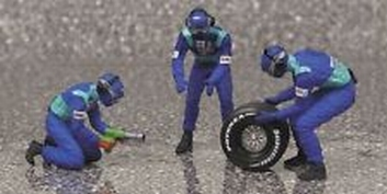 Pit crew figuren Sauber Petronas Rear Tyre change set  1/43