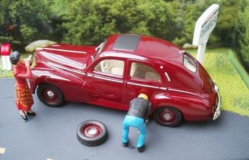 Peugeot 203 + figuren figuur  1/43
