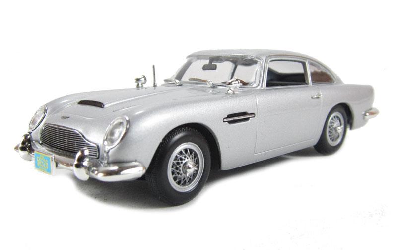 Aston Martin DB5 James Bond Silver Zilver Casino Royale  1/43
