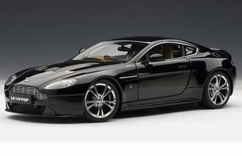 Aston Martin V12 Vantage 2010 Zwart  Black  1/18
