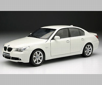 bmw 545 i Sedan Wit  White   1/18