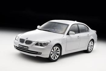 BMW 550 i Sedan Zilver pearl silver  1/18