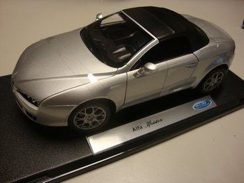Alfa Romeo Spider Zilver Silver Cabrio + soft top  1/18
