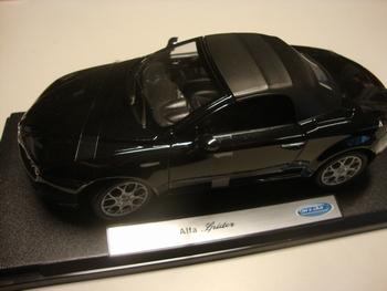 Alfa Romeo Spider Zwart Black Cabrio + soft top  1/18