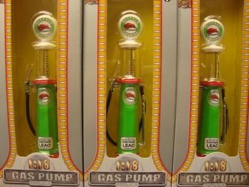 Benzine pomp - naft pomp Buffalo met meetglas  1/18