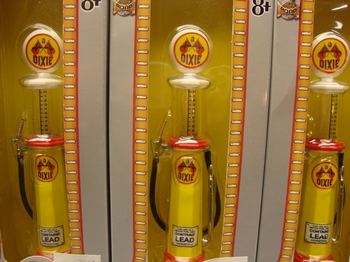 Benzine pomp  Dixie met meetglas  1/18