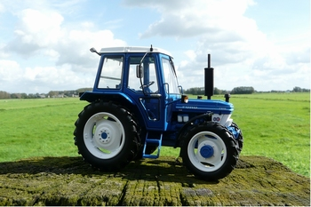 Ford 5610 tractor Gen 2  4 WD art 1305  1/32