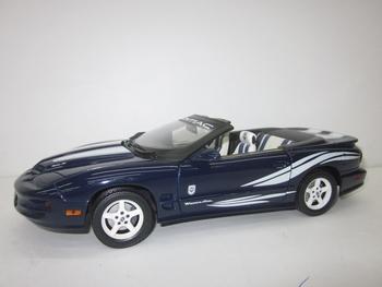 Pontiac Firebird Trans AM 1999 Cabrio Blauw Wit  Blue White  1/18