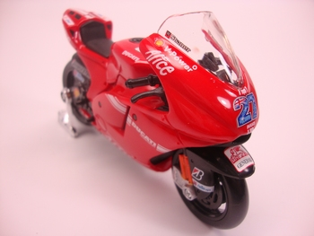 Ducati Desmosedici # 27 Casey Stoner  1/18