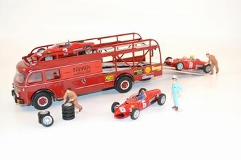 Ferrari Scuderia race transorterset + Ferrari 156 + figuren  1/43