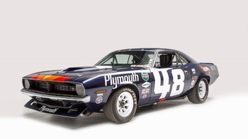 Plymouth Barracuda # 48 Dan Gurney  1/18