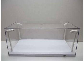 Vitrine box met 4 Led lichten  en witte  bodem  1/18