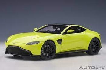Aston Martin Vantage 2019 Geel  Lime Essence Yellow  1/18