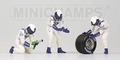 Pit crew figuren Williams Rear tyre change set Figuur 1/43