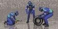 Pit crew figuren Sauber Petronas Rear Tyre change set 1/43