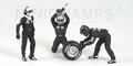 Pit crew figuren Mc Laren Front Tyre change set Figuur 1/18