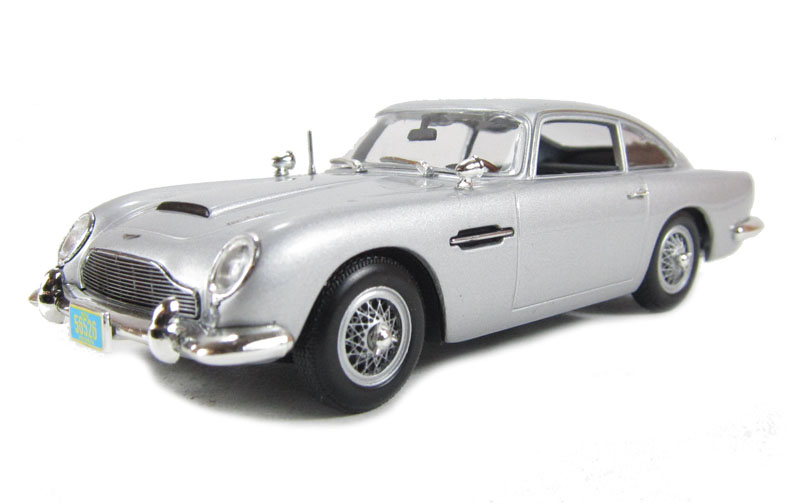 Aston Martin DB5 James Bond Silver Zilver Casino Royale 1/43