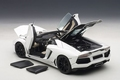 Lamborghini Aventador LP700-4 Roadster wit bianco isis wit 1/18