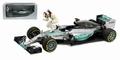 Mercedes Benz AMG Petronas F1 Formule 1 + figuur  L Hamilton 1/18