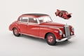 Mercedes Benz 300 Rood Red  1/18