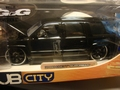 Chevrolet Chevy 2000 Suburban Zwart  Black 1/24