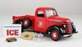 International Vintage  D-2 pick up truck red + accessoires 1/24