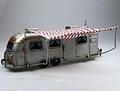 Airstream Caravan Camper Tinplate met luifel 1/24