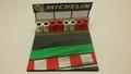Diorama Michelin met banden muur Rood / wit 1/43