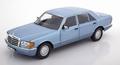 Mercedes Benz 560 SEL 1990 Parel blauw  Pearle Blue metallic 1/18
