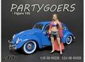 Partygoers - VIII vrouw met rose mantel 1/24