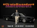 Skateboarder figuur III Man met skateboard in zijn hand 1/18
